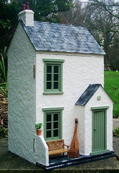 A collaborative information site with a quarterly ezine about dolls' houses: antique vintage and modern, plus furniture and accessories.