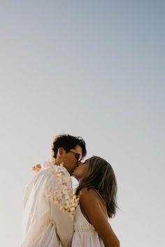 Couple Photoshoot Poses, Couple Photography Poses, Couple Posing, Couple Shoot, Engagement Photography, Engagement Couple, Engagement Pictures, Engagement Photo Inspiration, Wedding Photography And Videography