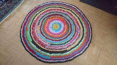 130 cm pyöreä virkattu matto 50€