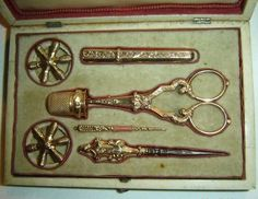 ANTIQUE-FRENCH COMPLETE IN AMAZING CASE 7 PIECES 18K GOLD SEWING SET ETUI C1785