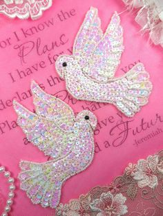 XR244 Mirror Pair White Dove Sequin Appliques Beaded Sewing Patch Motif Crafts (XR244X-whab)