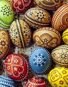 Sorbian easter eggs: Easter eggs decorated in the Sorbian wax technique Source by ikimmi Egg Crafts, Easter Crafts, Diy And Crafts, Polish Easter, Egg Shell Art, Ukrainian Easter Eggs, Egg Designs, Easter Traditions, Egg Art