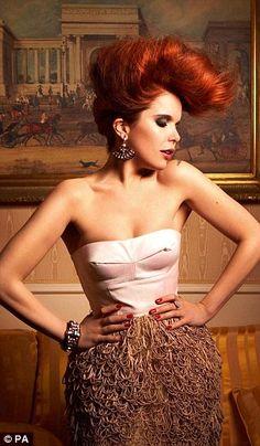 Paloma Faith Zdjęcia z Vintage Hairstyles, Up Hairstyles, Wedding Hairstyles, Pin Up Hair, Big Hair, Celebrity Style Inspiration, Hair Inspiration, Celeb Style, Paloma Faith Hair