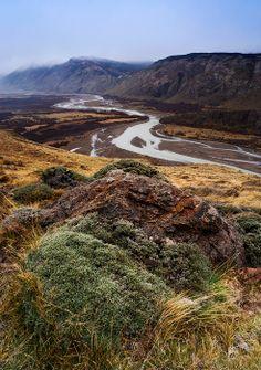 Rio de las Vueltas valley, Los Glaciares National Park, Patagonia, Argentina.  Photo: Ricardo La Piettra