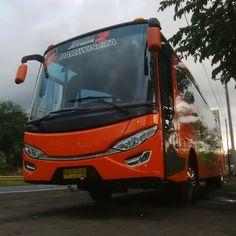 Sewa bus Solo / Surakarta di Mita Transport dengan menggunakan Bus Pariwisata Full AC dengan kapasitas 50 kursi penumpang ini bisa Anda per...