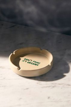 Don't Panic its Organic. Urban Outfitters Don't Panic Ashtray Ceramic Clay, Ceramic Pottery, Pottery Art, Diy Clay, Clay Crafts, Urban Outfitters Room, Clay Art Projects, Vintage Ashtray, Air Dry Clay