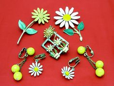 Vintage Daisy Brooch Pin and Earrings Lot by PrettyGemsLovedAgain, $10.00