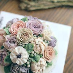 넘치는 사랑 받고 있는 디스토케이크 입니다 오늘도 너무 감사한 하루에요. #행복한시간 #specialday #cake #dessert #birthdaycake #flower #flowercake #떡케이크#koreandessert #플라워케이크 #꽃 #앙금플라워 #앙금케이크 #버터크림플라워케이크 #buttercream #환갑잔치 #달달 #디저트 #당충전 #수제케이크