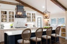 Home Remodeling Fixer Upper - Fixer Upper Lighting ideas for your home. Lights inspired by HGTV's Fixer Upper. A round up of Joanna Gaines farmhouse style lights all in one place! Fixer Upper Hgtv, Fixer Upper Kitchen, New Kitchen, Kitchen Island, Kitchen Ideas, Kitchen Tips, 1960s Kitchen, Narrow Kitchen, Cheap Kitchen