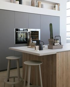 Loods 5 mooie matte keukenkastjes Kitchen Interior, New Kitchen, Kitchen Dining, Dining Room, Living Room Inspiration, Interior Inspiration, Natural Living, House Inside, Küchen Design