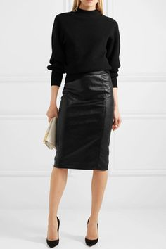 Stella McCartney - Bleistiftrock aus Kunstleder Source by pencil skirt outfits Mode Outfits, Casual Outfits, Fashion Outfits, Fashion Ideas, Black Outfits, Stella Mccartney, Black Leather Pencil Skirt, Black Pencil Skirt Outfit, Casual Pencil Skirt Outfits