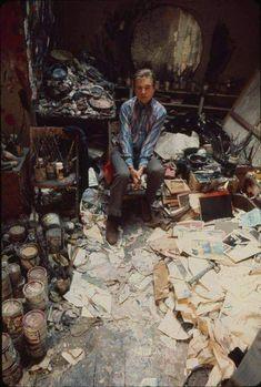 Francis Bacon at his studio, 1974 Robert Motherwell, Cy Twombly, Magnum Opus, Artist Art, Artist At Work, Francis Bacon Studio, Michel Leiris, Famous Artists, Great Artists