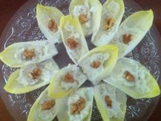 Endive with Roquefort cheese - Trend Appetizer Fine Dining 2019 Walnut Kernels, Antipasto, Fine Dining, Finger Foods, Entrees, Appetizers, Food And Drink, Vegetarian, Salad
