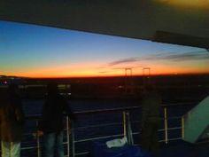 Ya de vuelta, en el ferry camino de Malaga, el viaje ha terminado. De nuevo llegamos al tiempo que el Sol.Esta es una buena manera de finalizar un viaje como #desiertotrip2012