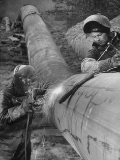size: Photographic Print: Workers Welding Pipeline to Be Used for Natural Gas : Fine Art Welding Trucks, Welding Gear, Welding Crafts, Welding Rigs, Mig Welding, Welding Projects, Pipeline Welders, Welding And Fabrication, Welding Machine