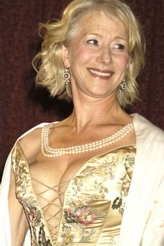 Last additions - 012010 - The Helen Mirren Archives Gallery Sexy Older Women, Old Women, Beautiful Celebrities, Beautiful Actresses, Helen Mirren Hair, Helen Miran, Dame Helen, Vintage Photos Women, Actrices Sexy