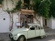 Dalt Vila 2CV