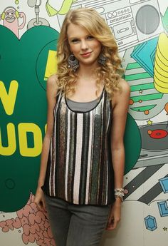 US TABS OUT Singer Taylor Swift visits MTV's TRL on June 17 2008 at MTV Studios in New York City