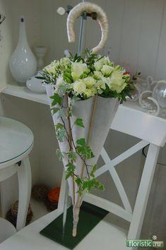 www.floristic.ru - Флористика. Букеты на каркасах Umbrella Wreath, Umbrella Decorations, Flower Decorations, Deco Floral, Arte Floral, Floral Design, Floral Centerpieces, Floral Arrangements, Floral Bouquets