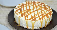 Tarta de queso y leche condensada ¡Sin horno! - Song Tutorial and Ideas Salted Caramel Cheesecake, Cheesecake Cake, Cheesecake Recipes, Chocolate Souffle, Chocolate Hazelnut, Custard Sauce, Strawberry Trifle, Almond Cakes, Food Cakes