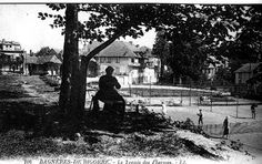 LA SAGA DU TENNIS A BAGNERES : N°1     1) Les prémices.    La première installation de type ludique connue à Bagnères semble être celle du jeu de Paume sur la place de Salies, c'est du moins ce que nous apprend le Révérend Père Laspales qui le situe au début du 17° siècle, à l'époque ou notre bon roi Henri IV, par une ordonnance royale avait autorisé la construction d'une halle couverte(*) à l'intérieur de l'enceinte fortifiée du bourg de Banhèras.....a suivre sur