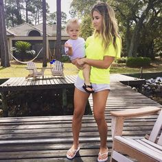 Jessie James Decker: Me and the Bubs watching daddy and paw paw and Vivs kayak Eric And Jessie Decker, Jesse James Decker, Eric Decker, Jessica Decker, Jessie James Decker Hair, Jessica James, Jessica Rose, Jump Squats, Squat Jumps