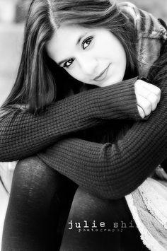 black and white photo | senior girl photo session