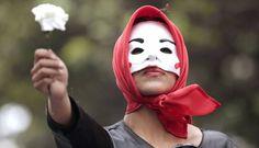 Colombianos participam de uma marcha nacional pela paz no país e pelas as vítimas da guerra, em Bogotá.  Foto: JOSE MIGUEL GOMEZ / REUTERS
