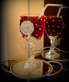 Find latest and creative doodh-pilai glass decoration ideas that you can easily prepare at home. Desi Wedding Decor, Indian Wedding Decorations, Cute Wedding Ideas, Wedding Crafts, Wedding Mehndi, Mehndi Brides, Wedding Colors, Mehendi Decor Ideas, Mehndi Decor