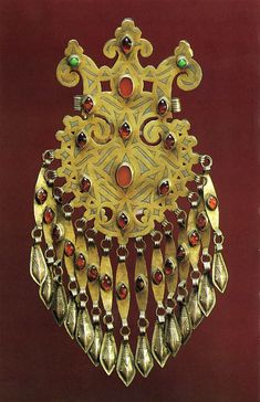Turkmenistan | Dagdan female pectoral from the Tekke people | Late 19th century | Silver, gilt, engraved and stamped, decorated with cornelians and glass and paste inlays.