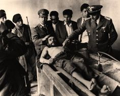 After capturing and executing Che in 1967, before bury him in a secret tomb, the executioners made a group photo with the body, to demonstrate the people that EL GRAN CHE is dead. The picture actually made him a legend, his admirers said he had a forgiving look on his face and compared him with Jesus.