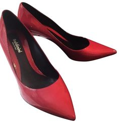 Get the must-have pumps of this season! These Baldinini Red Fuchsia Red/Fuchsia Italy Pumps Size US 8 Regular (M, B) are a top 10 member favorite on Tradesy. Cute Addidas Shoes, Black Nike Shoes, Red Wedding Shoes, Burgundy Wedding, Wedding Dress, Sneakers Fashion Outfits, Fashion Shoes, Fridge Cleaning