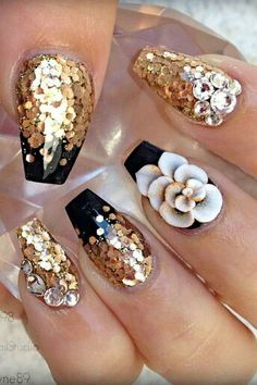 Gold floral nails @sarahp898
