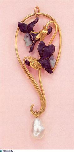 René Lalique. Pendant. Gold/ enamel/ pearl