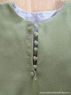 Buttons on kirtle