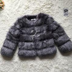 Cpブランド短い毛皮のコート冬のファッション女性フェイクキツネの毛皮コート毛皮のようなかわいい女性フェイクファーのジャケットプラスサイズの毛皮のコートジャケット