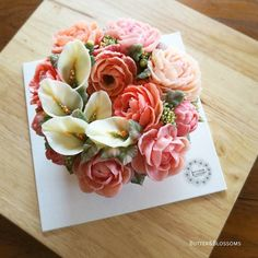 Pretty sweet. Calla lily wreath cake for mom. #callalily #buttecreamflowers #butterblossom #flowercakeclass #onlineclass #pipingflowers #piping #wreathcake #formom #onlineclass  #cakeinspiration #pretty