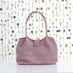 Cute bag and purse for women Black Leather Tote Bag, Pink Leather, Leather Shoulder Bag, Soft Leather, Leather Handbags, Latest Bags, Sack Bag, Fashion Bags, Fashion Handbags