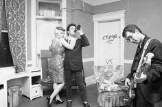 A scene from San Francisco's great punk clubs in the late Dead Kennedys singer Jello Biafra and Situations singer Theresa Soder before a show. Punk Rock Festival, Rock Festivals, Music Hits, Pop Music, Slogan Writing, Jello Biafra, Jonestown Massacre, Fillmore Auditorium, Punk Rock