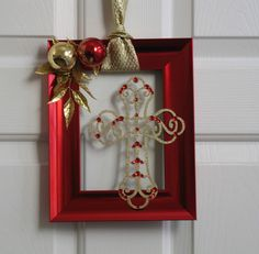 Love the red paint on the frame and the ornaments glued to the frame itself!