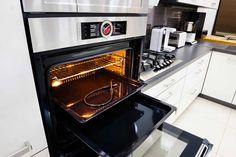Ovens, combimagnetrons, stoomovens en inbouw koffiemachines, de apparaten die voor een gedeelte het gezicht van uw keuken bepalen, maar ook bijdragen aan de prijzen van keukens. De prijs van een oven wordt in belangrijke mate bepaald door het merk en door de functies er van. Veel consumenten...