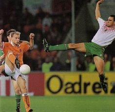 Vinnie Jones v Ronald Koeman