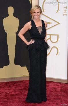 Julia Roberts optou por um vestido preto rendado Givenchy. Oscar 2014.