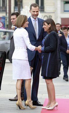 Mayor of Paris Anne Hidalgo greets Queen Letizia and King Felipe VI of Spain upon their arrival at the Paris City Hall on June 3 2015 King Felipe VI...