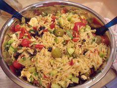 Das perfekte Kritharaki-Antipasti-Salat-Rezept mit Bild und einfacher Schritt-für-Schritt-Anleitung: Die Kritharaki nach Packungsanleitung in kochendem…