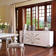 aparador de estilo vintage realizado en maderas lacadas y decorados en color plata. Chaise Vintage, Color Plata, Decoration, Curtains, Cabinet, Living Room, Storage, Furniture, Style