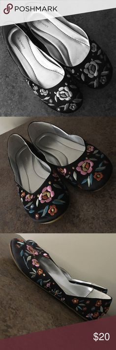 Old Navy Floral Print Asian Style Slip-Ons Old Navy slip on walking shoes for ladies and size 5 1/2, slightly used, unnoticeable, price negotiable Old Navy Shoes Flats & Loafers