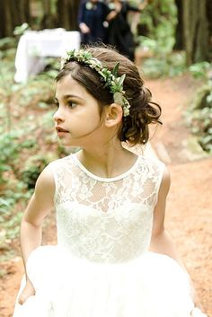 lace and tulle dress in white, worn by a small flower girl, with brunette hair, done in a curly half up-do, and decorated with a flower wreath Flower Girl Updo, Flower Girl Hairstyles, Wedding Hairstyles, Cool Hairstyles, Bridesmaid Hairstyles, Girls Updo, Side Ponytails, Première Communion, Low Chignon
