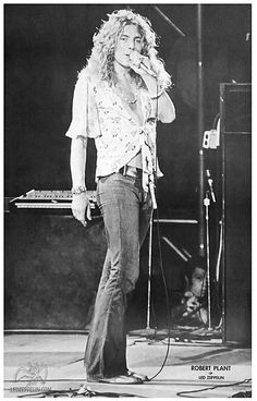 Robert Plant with Led Zep, May LA Forum What a cutie! Great Bands, Cool Bands, Hard Rock, Almost Famous Quotes, Houses Of The Holy, Robert Plant Led Zeppelin, Jimmy Page, Classic Rock, Photos