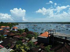 Aduh alam itu emang baik sama manusia ya. Pulau Serangan dan Suwung yang super padat pemukiman sampai bibir laut dibentengi mangrove yg akar-akarnya kuat menahan arus.  Coba kalau ndak ada tampias rob dik endutan tiap hari.  #mangrove  #baliselatan
